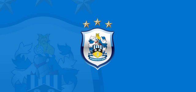 La nuova maglia dell'Huddersfield Town sta facendo discutere moltissimo