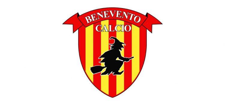 Il Benevento ha un modo tutto particolare per annunciare la formazione