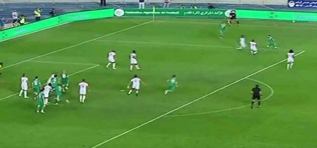 Mahrez riesce a saltare gli avversari senza nemmeno toccare il pallone